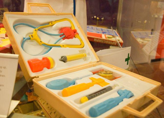 leksak till 2 åring doktor kit