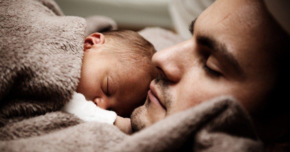 få bebis att sova hela natten
