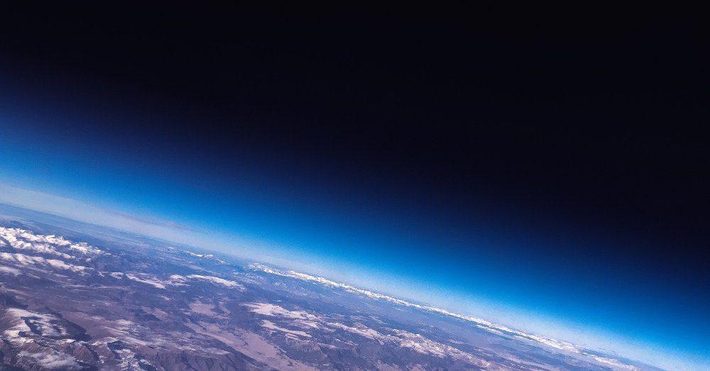 hur långt är det runt jorden
